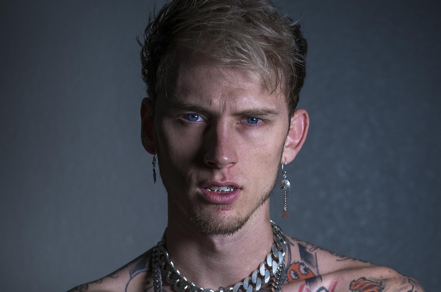 Machine gun kelly live in de oosterpoort groningen for Full body tattoo porn
